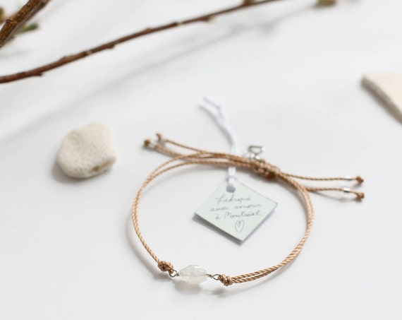 Moonstone bracelet, a feminine and intuitive stone
