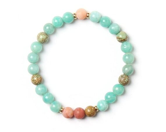 Sea turtle bracelet, gemstones on elastic thread handmade with love in Montreal