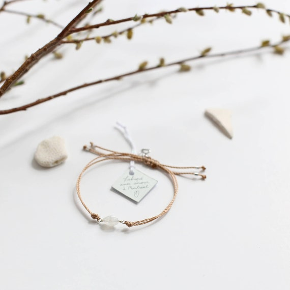 Moonstone bracelet, a feminine and intuitive stone