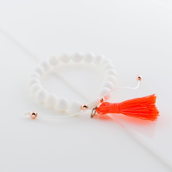 Bracelet white seashell beads on nylon thread handmade in Montreal