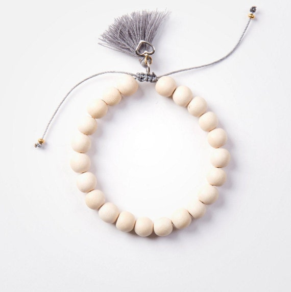 Bracelet cream wood beads on nylon thread handmade in Montreal