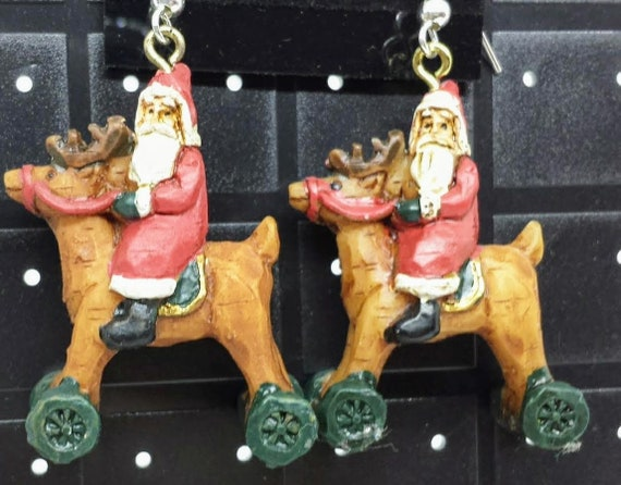 Sugar Plums Christmas Earrings KURT ADLER – Santa riding a reindeer