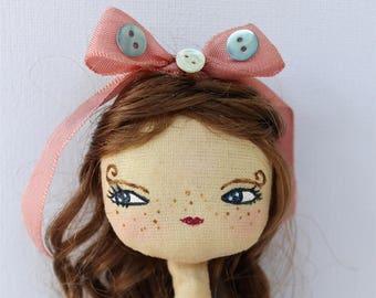 Ecolière Vintage, Romantic doll princesse  , poupée en tissu, robe rose, boutons de nacre