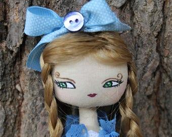 Ecolière Vintage, Romantic doll princesse nacre, poupée en tissu, robe à fleurs, boutons de nacre