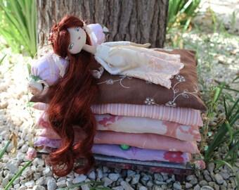 Princesse au petit pois, poupée en tissu, lit de poupée, art doll, poupée de collection