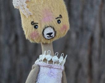 Romantic poupée-ours , ours-poupée  en tissu, tête en viscose, La Fée plumetis
