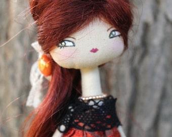 Romantic doll princesse , poupée en tissu, robe en dentelle
