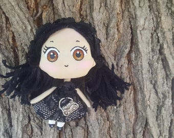 Chibi kawaii doll, robe noire et son petit sac