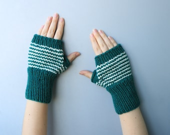 READY TO SHIP - Wool & Acrylic Wrist Warmers - Cozy Fingerless Mittens / Warm Gloves / Wool Hand warmers