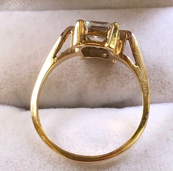 10K Yellow Gold Solitaire Ring - image 2