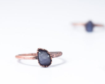 Tumbled tanzanite ring | Stone stacking ring | Copper & tanzanite stack ring | Electroformed jewelry | Birthstone jewelry | Birthstone Ring