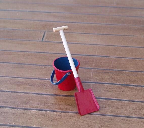 Miniature PURPLE Beach Pail w//HOT PINK Handle Red Metal Shovel DOLLHOUSE 1:12