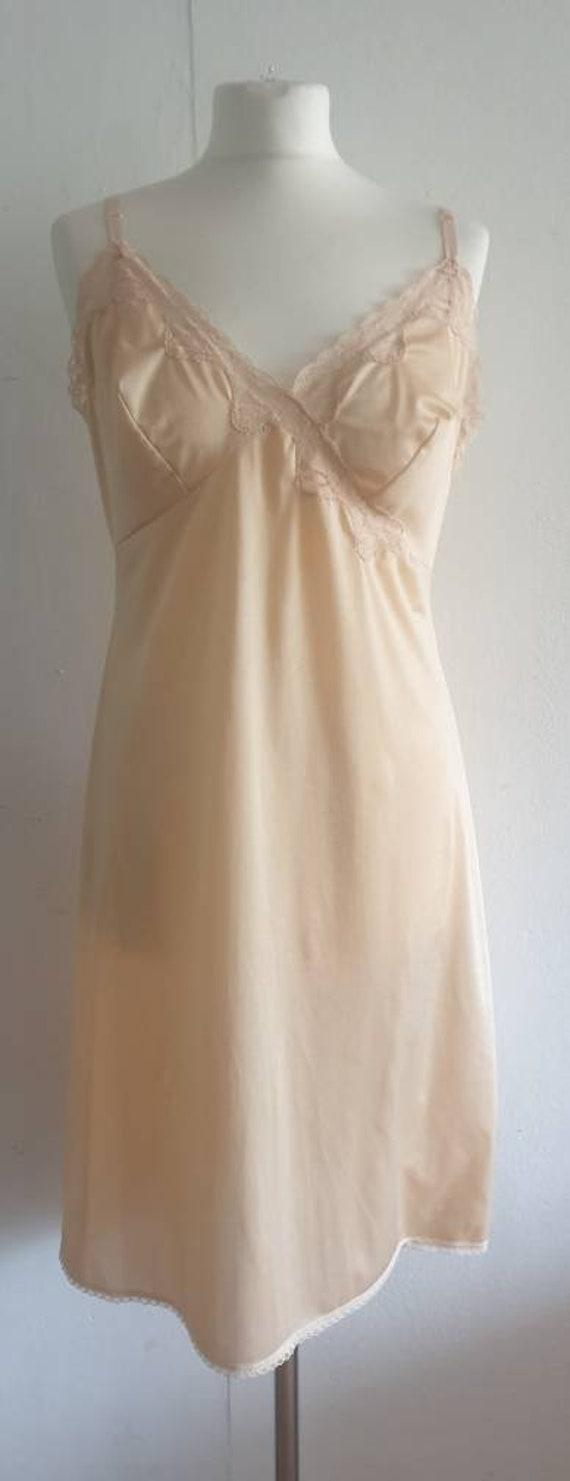 Vintage Flesh Colour Dress Slip / 70s Lingerie Un… - image 1