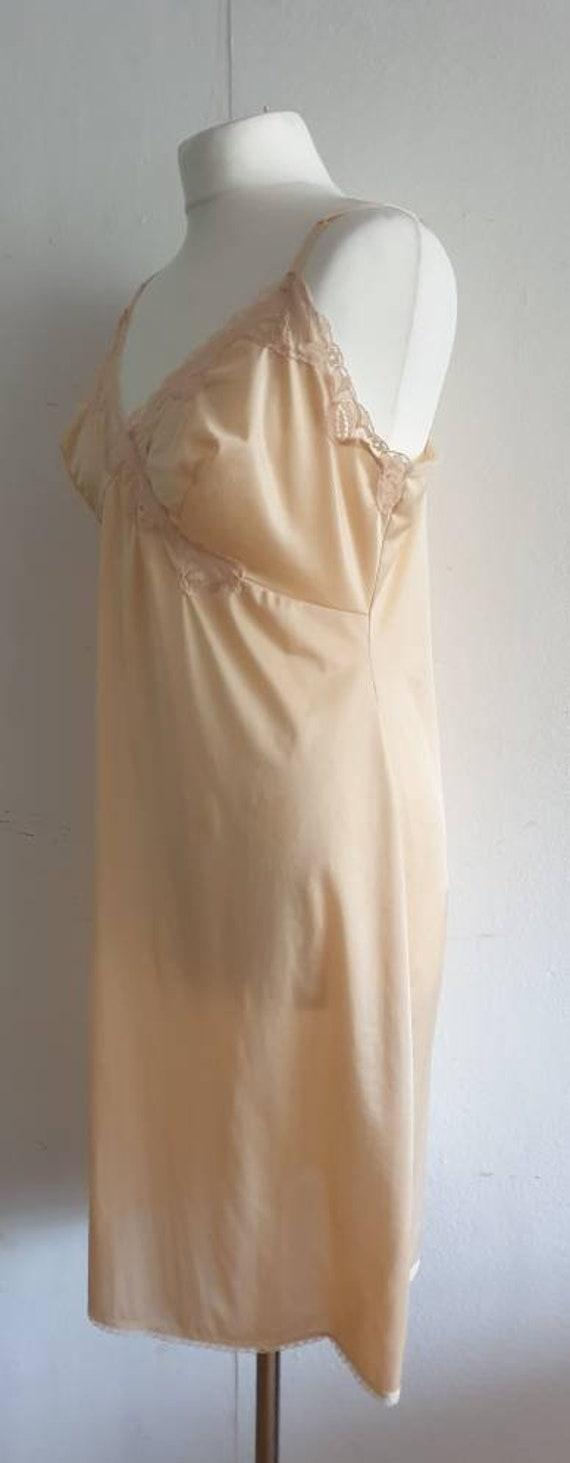 Vintage Flesh Colour Dress Slip / 70s Lingerie Un… - image 2
