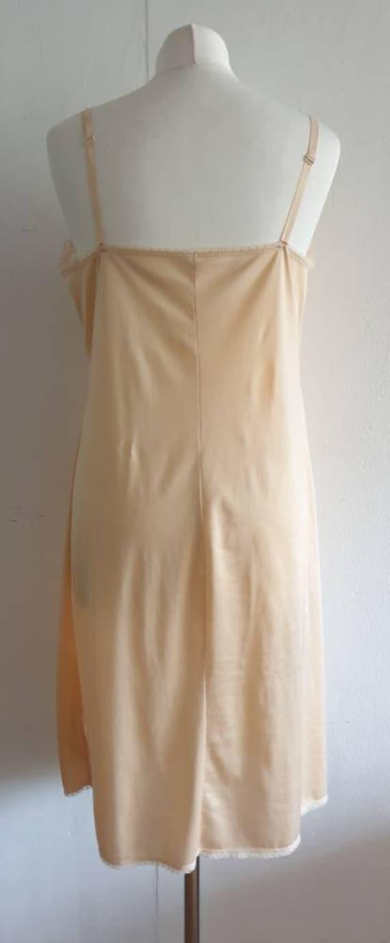 Vintage Flesh Colour Dress Slip / 70s Lingerie Un… - image 3