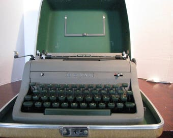 Vintage Royal Quiet Deluxe Manual Typewriter