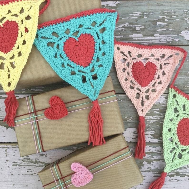 Valentine Flag Banner PDF crochet pattern image 0