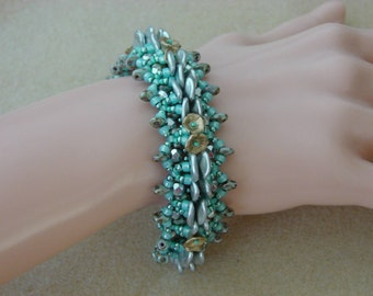 English bracelet pattern tutorial with superduo rose petals flower cups and seed beads