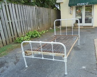 Shabby Chic Antique Iron Bed!