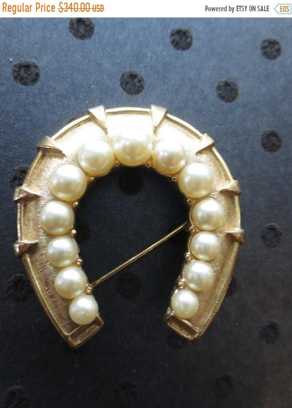 ON SALE Crown Trifari pearl horseshoe brooch. 1950