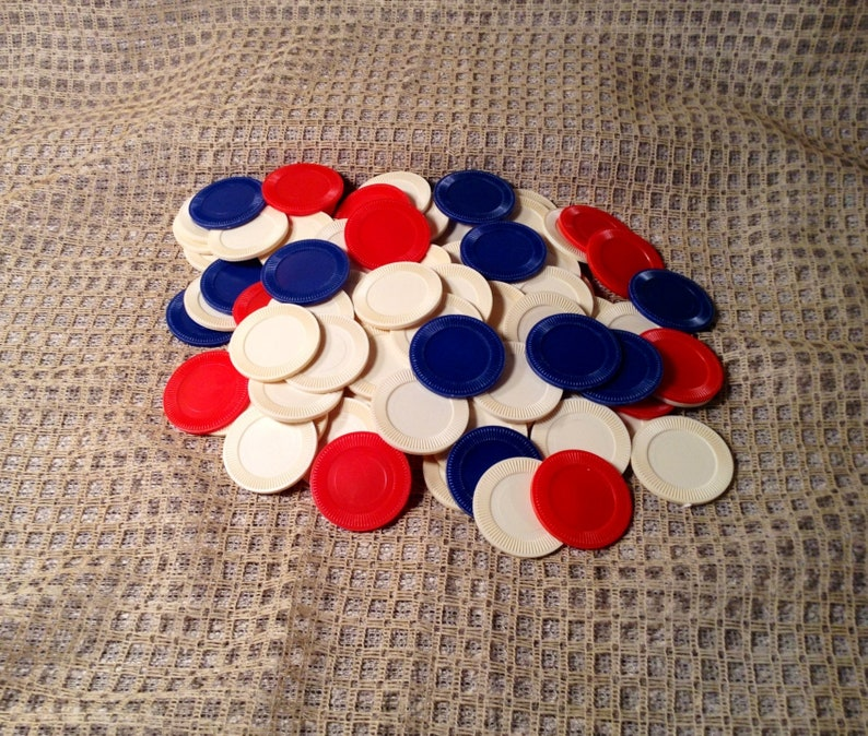 100 PLASTIC POKER CHIPS RED WHITE AND BLUE BETTING CHIP WITH STORAGE TRAY
