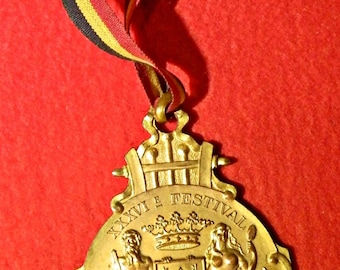 1929 Ostend music festival. Gilded copper participants medal & lanyard