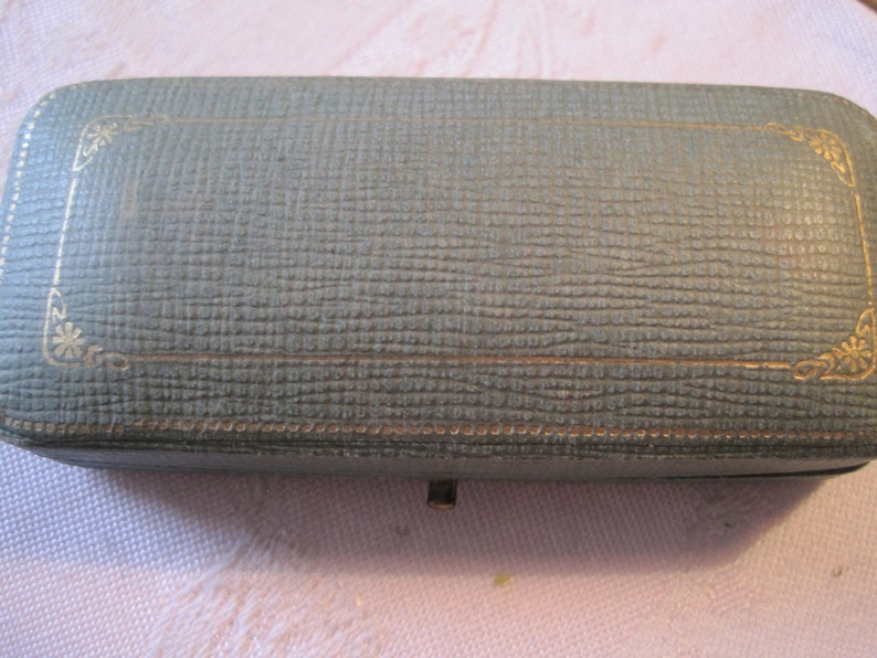 antique vintage  wide box for pin or chain,..logo of ALBANY N.Y.