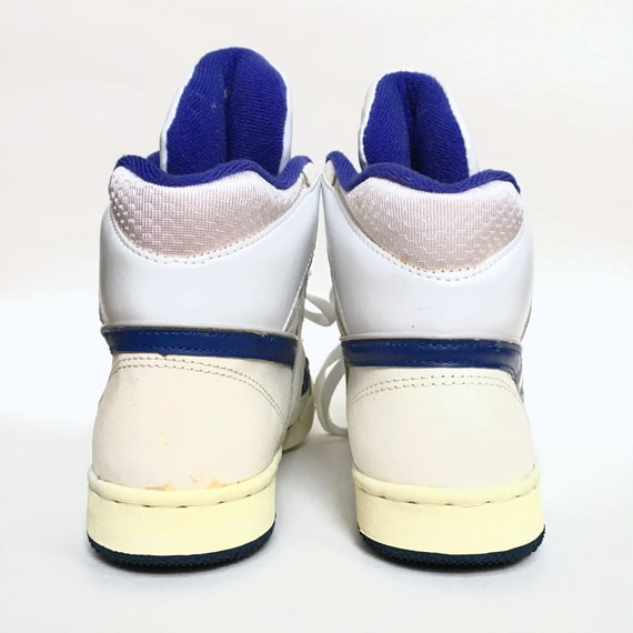 Seltene Vintage 1980er Jahre 80er Reebok Hallo Top Blau und weiß Basketball Sneakers Größe 7 uns Modell R109KJC