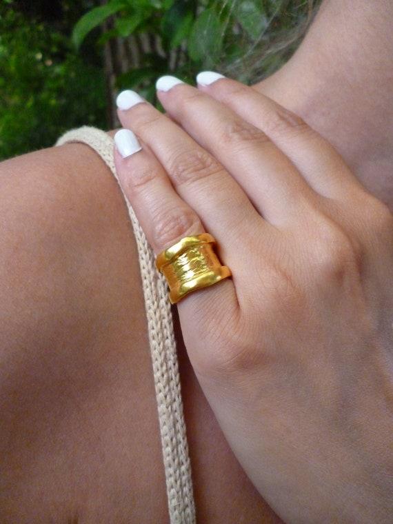 Mamá Anillo 14CT Oro Plateado Corazones acabado a mano hecho en el Reino Unido