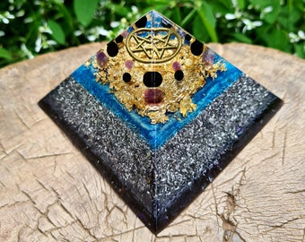 Orgone Pyramid w/ Onyx and Amethyst -- Intuition, inner peace, protection, stability -- Wiccan Pagan Pentagram - Feng Shui Decor