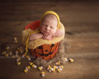 Newborn size knit round back bonnet, photo prop,coming home,gift,crochet,knit,hat,bonnet, halloween, candy corn, fall, yellow