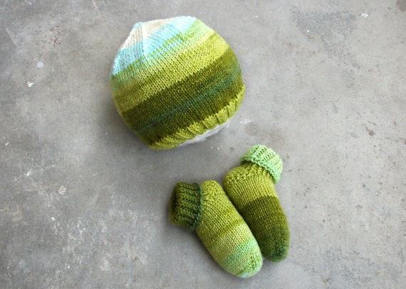 Baby hat socks set for babies. Green and blue striped hat and  7b41471ee98