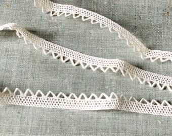 A pretty vintage Belgian narrow cotton lace