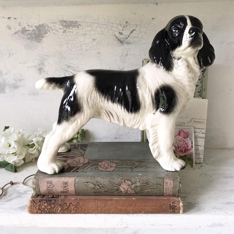 A vintage Staffordshire English Spaniel dog ornament image 0
