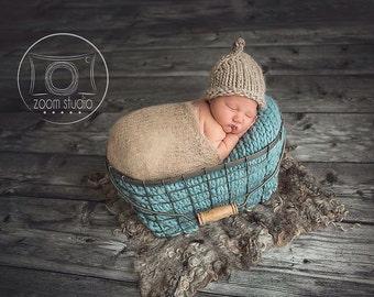 b217683bbc Ensemble bonnet / couverture nouveau-né dans les teintes de beige avec  doudou bleue super bulky laine péruvienne pour photo props