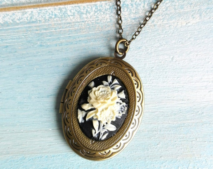 Cameo Locket Necklace/Antique Bronze Locket with Black & White Floral Bouquet Cameo/Photo Locket Necklace/Vintage Style/Shabby Chic Necklace