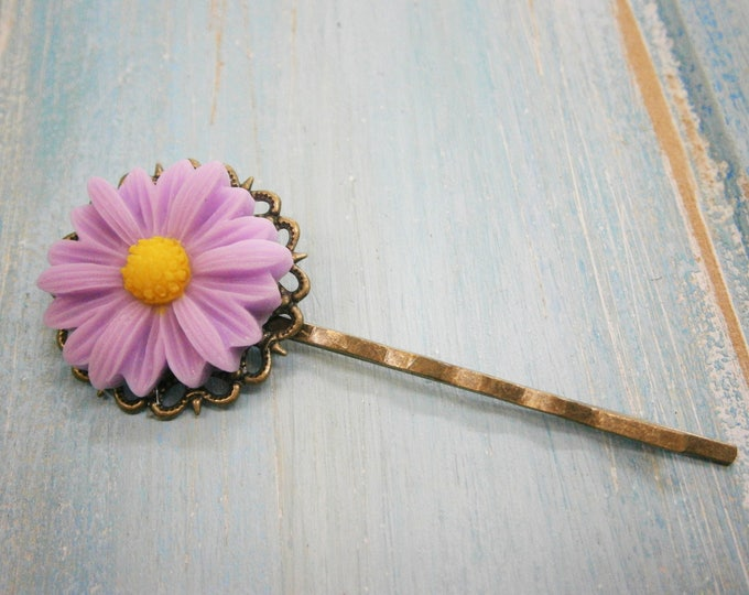 Lilac/Mauve Daisy Bobby Pin/Flower Hair Clip/Antique Bronze Hair Clip 50mm long with Lilac Resin Daisy Flower/Hair Accessory/Rustic Wedding