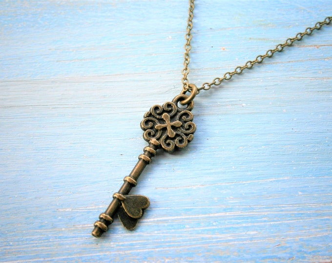 Antique Bronze Small Key Charm Necklace/Boho Necklace/Bridesmaids Gifts/Charm Necklace/Key Necklace/Love Necklace/Steampunk Jewellery