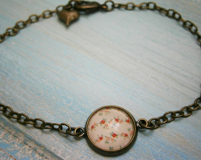 Antique Bronze Glass Dome Bracelet with Red & White Floral Print/Boho Bracelet/Fashion Jewelry/Glass Dome Jewellery/Nature Jewelry