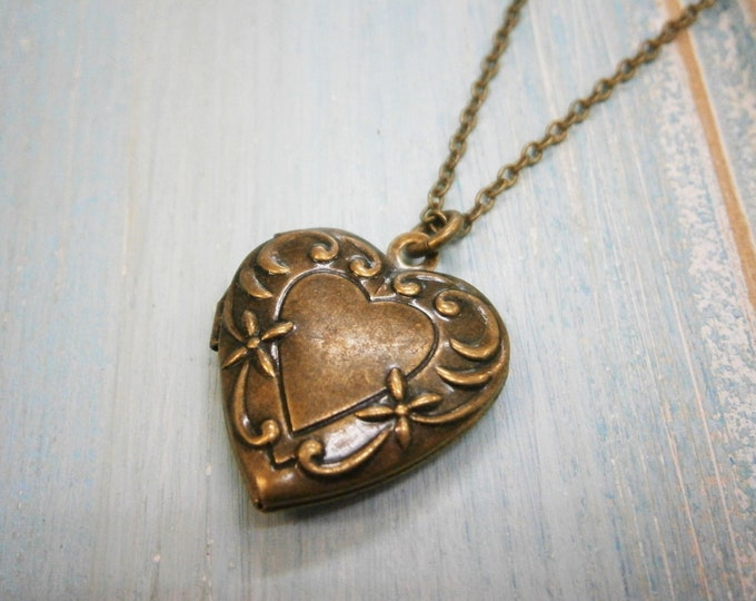 Vintage Style Embossed Detailed Antique Bronze Heart Locket Necklace/Antique Bronze Locket Necklace/Bridal Necklace/Heart Locket Necklace
