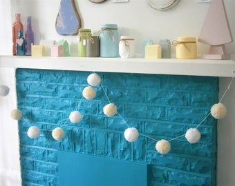 Cream & White Large Yarn Pom Pom Garland/Party Decor/Home Decor/Rustic Decor/Garland/Bohemian Home Decor/Farmhouse Decor