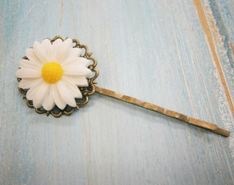 White Daisy Bobby Pin/Flower Hair Clip/Antique Bronze Hair Clip 50mm long with White Resin Daisy Flower/Hair Accessory/Rustic Wedding/Bridal
