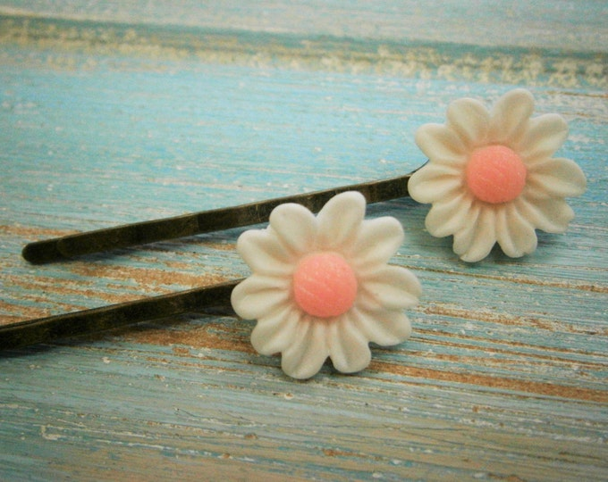 White Daisy Hair Clips/White Flower Hair Clips /Hair Accessories/Wedding Accessories/Shabby Chic/Vintage Style Hair Clips/Bridesmaid Gift