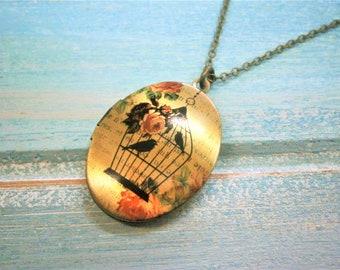 Nature Inspired Oval Locket Necklace/Antique Bronze Photo Locket Necklace/Vintage Style/Boho Chic Necklace/Locket Necklace/Bird Necklace