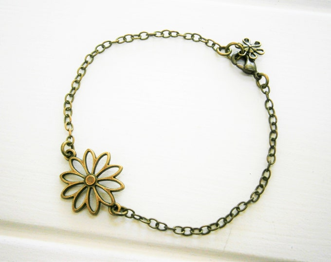 Antique Bronze Filigree Daisy Flower Charm Bracelet/Boho Bracelet/Nature Inspired Bracelet/Woodland Jewelry/Wedding Jewelry/Flower Jewellery