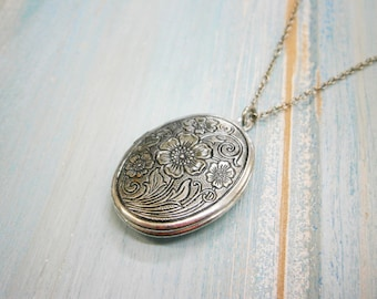 Floral Oval Locket Necklace/Antique Silver Plating Photo Locket Necklace/Vintage Style/Shabby Chic Necklace/Boho Necklace/Locket Necklace