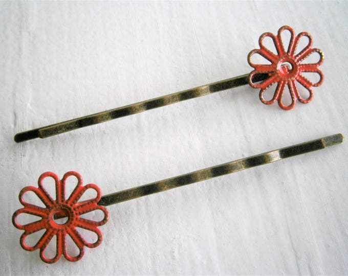 Red Daisy Filigree Patina Antique Bronze Bobby Pins Set of Two/Hair Clips/Bohemian Hair Clips/Shabby Chic Hair Clips/Bobby Pins/Bohemian