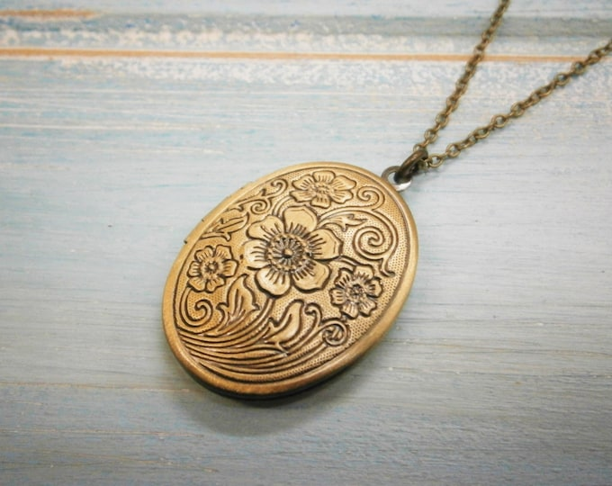Floral Oval Locket Necklace/Antique Bronze Photo Locket Necklace/Vintage Style/Shabby Chic Necklace/Boho Chic Necklace/Locket Necklace