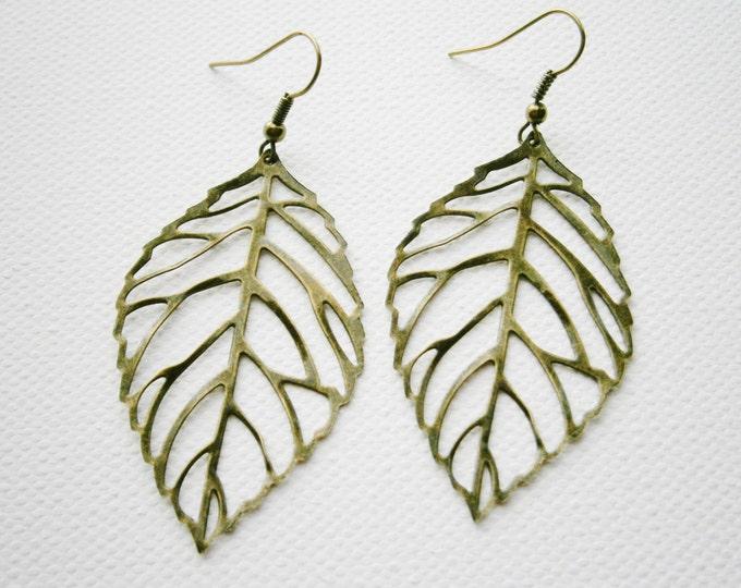 Antique Bronze Filigree Leaf Pendant Dangle Earrings/Boho Earrings/Nature Earrings/Leaf Earrings/Filigree Earrings.