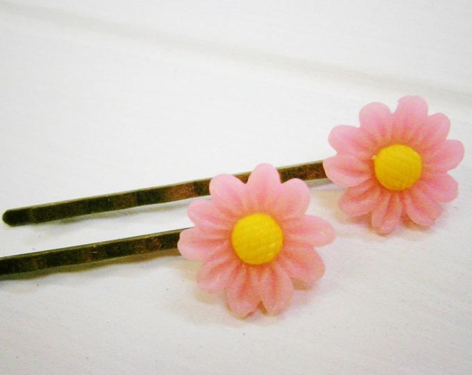 Pink Flower Hair Clips/Light Pink Daisy Hair Clips/Hair Accessories/Antique Bronze Hair Clips 50mm long with 16mm Resin Pink Flowers.